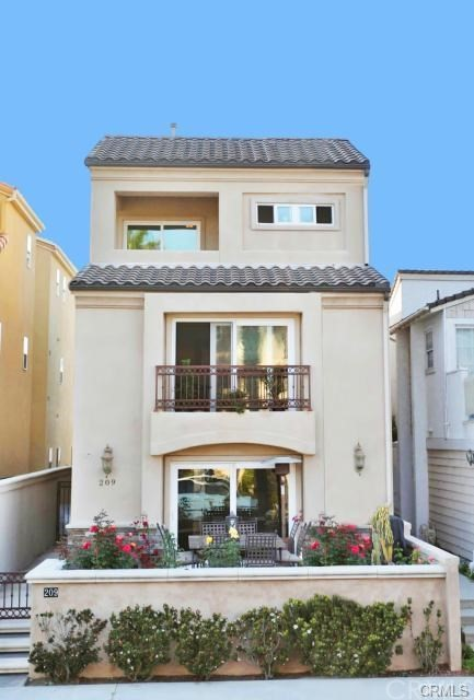 209 18th Street Huntington Beach, CA 92648 OC18137651